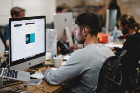 Proč mít nebo nemít ve firmě vlastního IT specialistu